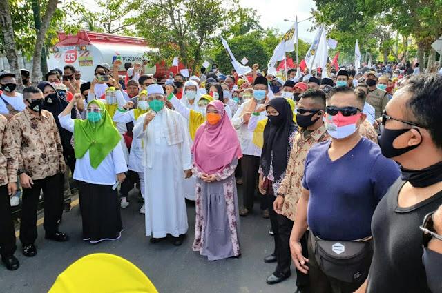 Ribuan pendukung dan parade seni kawal Selly-Manan daftar ke KPU Kota Mataram