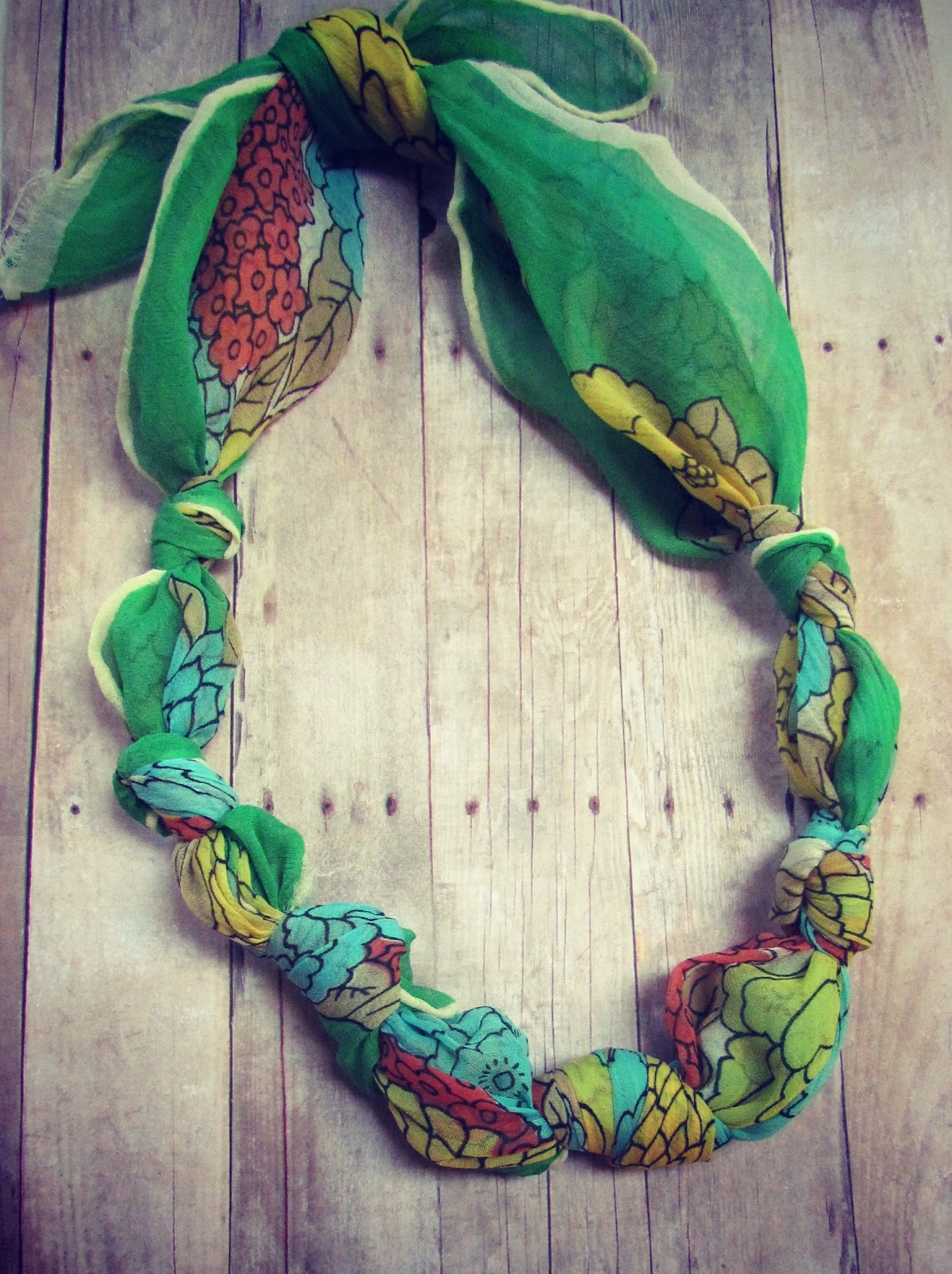 twobutterflies: Easy Necklace: No Sew, No Beading, No Tools Required