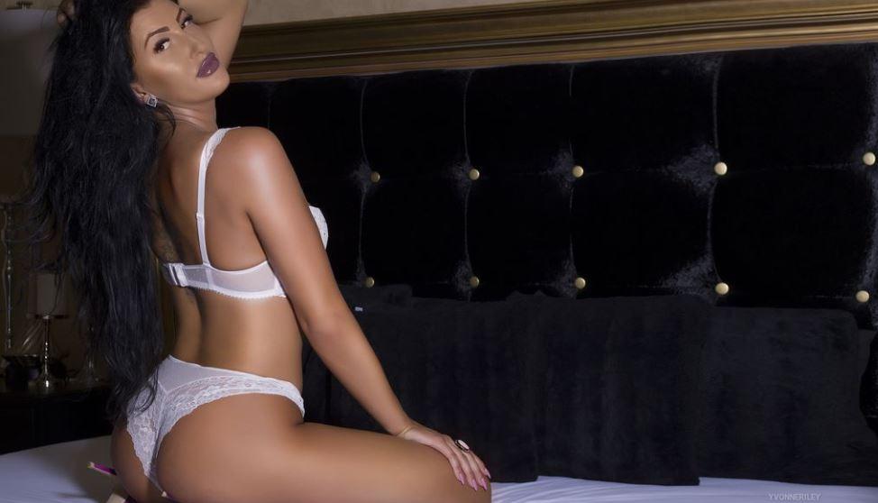 YvonneRiley Model GlamourCams