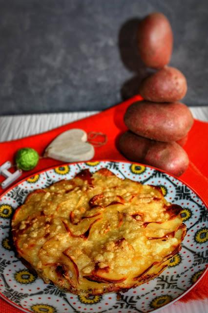 tortino di patate rosse al forno con pancetta e formaggio