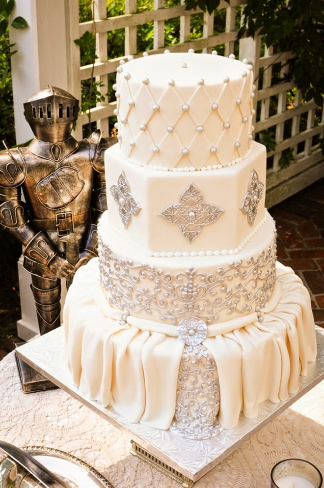 Best Wedding Cakes of 2014   Belle The Magazine When we get a submission with the word    Belle    on it  well we know it is  filled with gorgeousness  That s why this romantic wedding cake became one  of your
