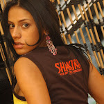Andrea Rincon, Selena Spice Galeria 36 : Shakiras, Camiseta Negra Con Amarillo y Rojo, Tanga Amarilla y Naranja Foto 20