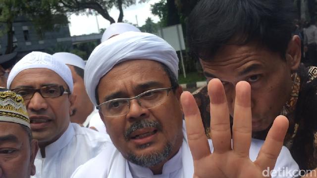 FPI: Habib Rizieq Sedang Sakit Saat Orang Misterius Pasang Bendera