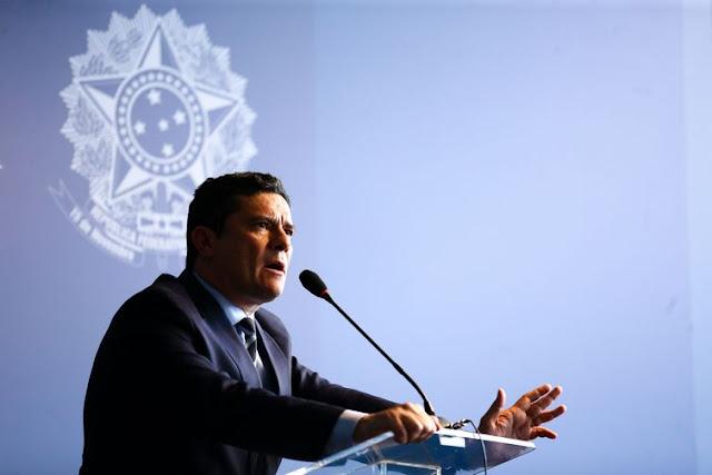 BRASIL: Corrupção abala confiança no regime democrático, diz Moro