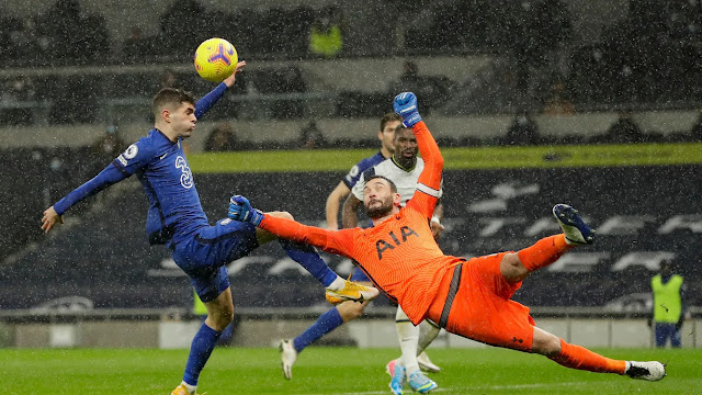 Chelsea forward Pulisic and Tottenham goal keeper Hugo Lloris challenging for the ball