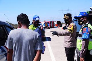 Kecelakaan di Tol Pemalang-Batang KM 308, Kapolres Pemalang Pimpin Evakuasi