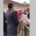 """Criança """"rouba chapéu"""" ao Papa e este não conteve as gargalhadas"""