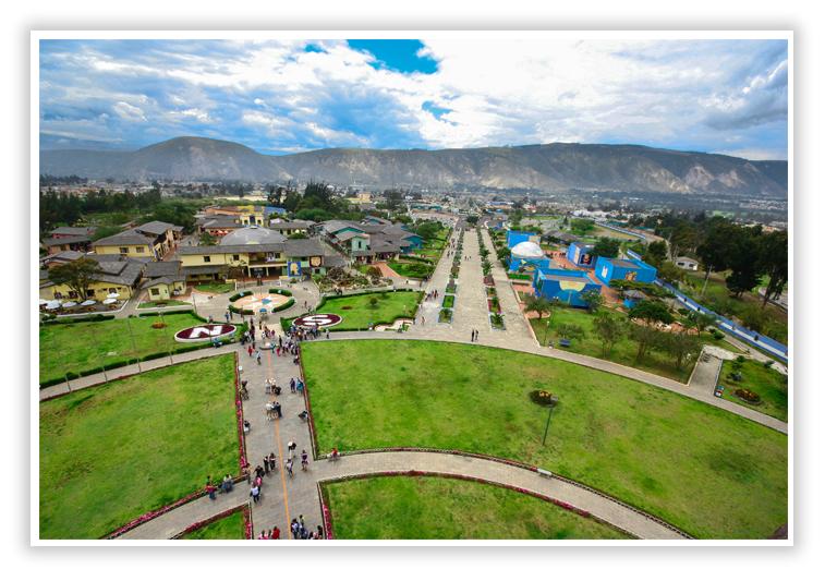 Vista desde el hito del complejo turistico de la Mitad del mundo - SuperPhotoPro