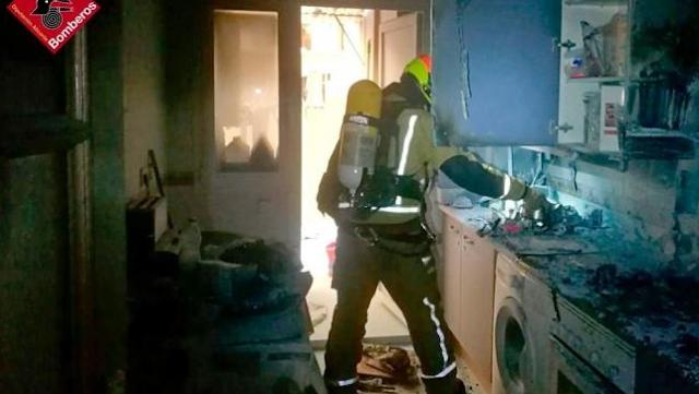 Sofocan un incendio originado en la cocina de una vivienda de Villajoyosa
