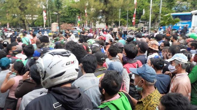 Minta Rakyatnya Patuh Prokes Malah Dirinya Sendiri Ciptakan Kerumunan, Elite PKS ke Jokowi: Dasar King of Lip Service!