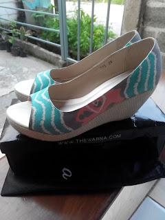 Sepatu dengan kain batik dari TheWarna