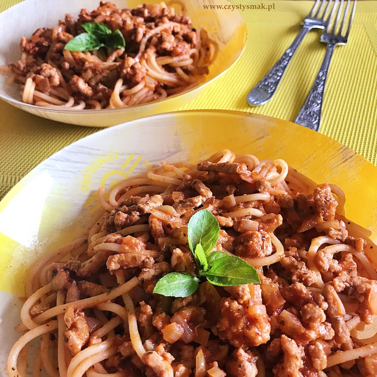 Najprostszy i najpyszniejszy makaron spaghetti w sosie pomidorowym