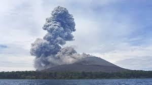 Alasan Mengapa Kita Tidak Diperkenankan Mendekat Ketika Awan Panas Menyembur Dari Erupsi Gunung Api