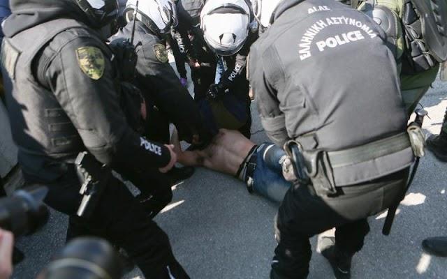 Θεσσαλονίκη: Συλληφθέντες σε ΑΠΘ κατά Πρύτανη - «Και οι 30 είμαστε φοιτητές»