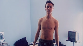 The Stars Come Out To Play: Tom Schilling - Shirtless