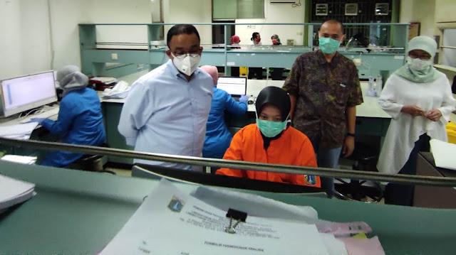 Anies Aprisiasi Kinerja Petugas Kesehatan Atas Totalitasnya Dalam Pengujian Sampel