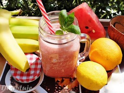 Koktajl arbuzowo-bananowo-kokosowy z cytrusami (na wodzie kokosowej)