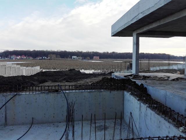 stabilizare teren, sapare piscina, beton, gradina pe marginea lacului, pamant, taluzare, stabilizare, proiectant, arhitect, inginer, solutii tehince, idei, sfaturi