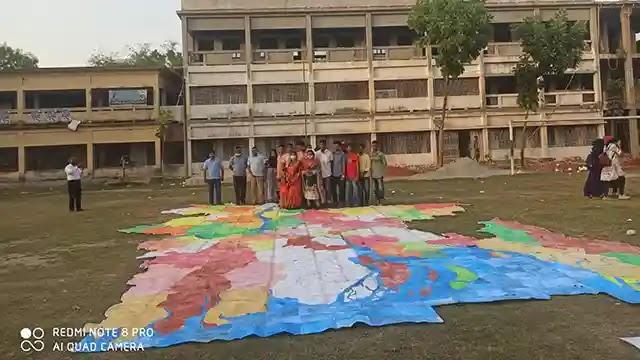 বকশীগঞ্জে ১ হাজার ১২০ বর্গ ফুটের মানচিত্র তৈরী করলো শিক্ষার্থীরা