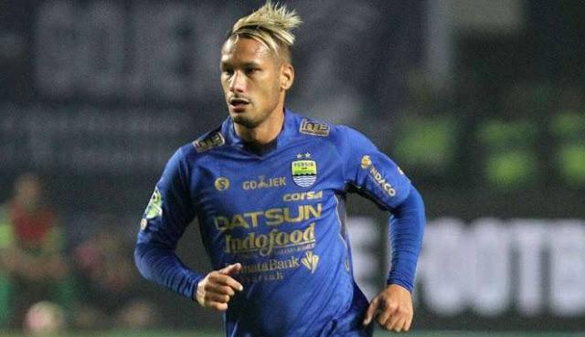 HT: Persib Bandung vs Persegres Gresik 2-0. Gol: Maitimo (39', 40').