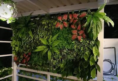 Pembuatan Vertikal Garden Sintetis - SuryaTaman