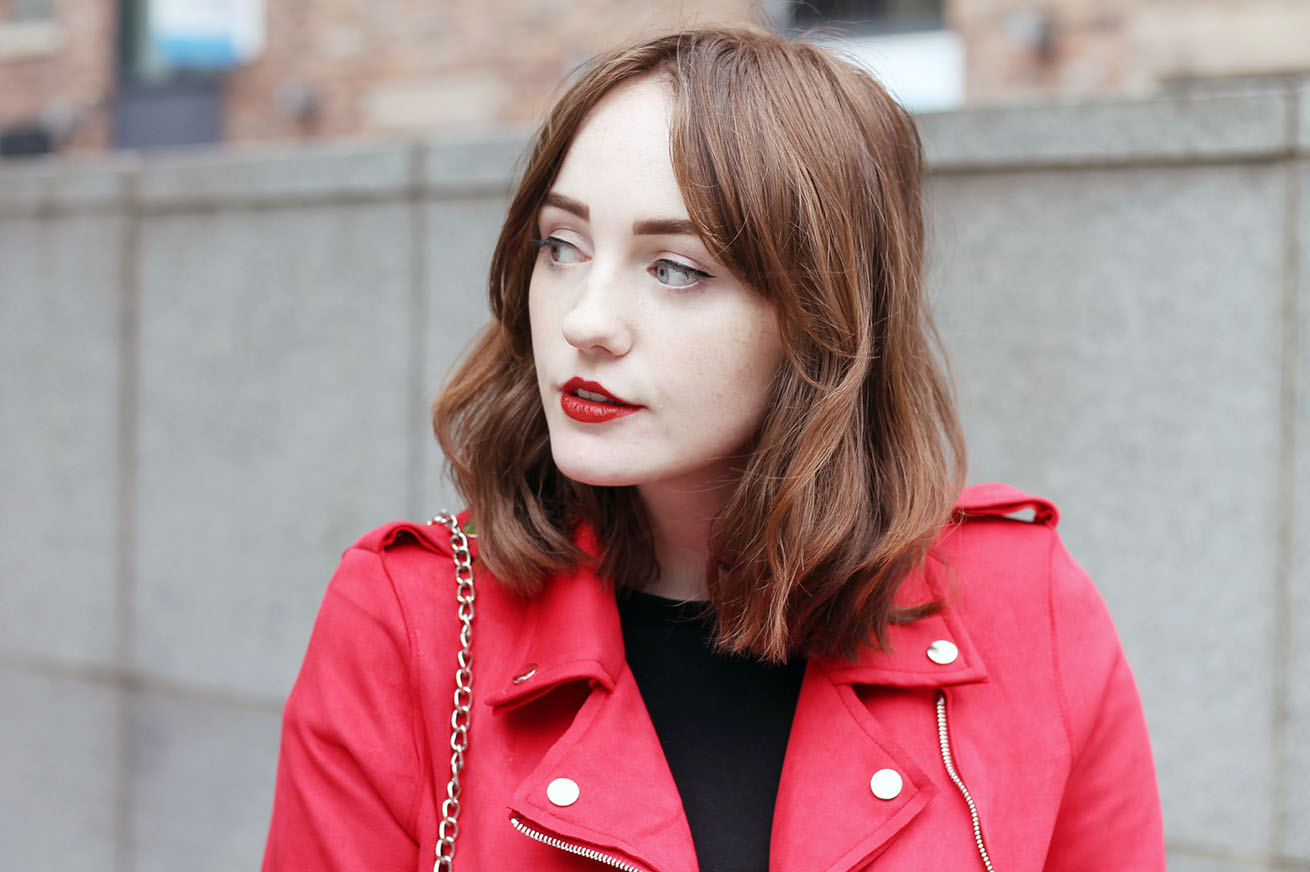 Liverpool fashion and beauty blogger with red marc jacobs lipstick