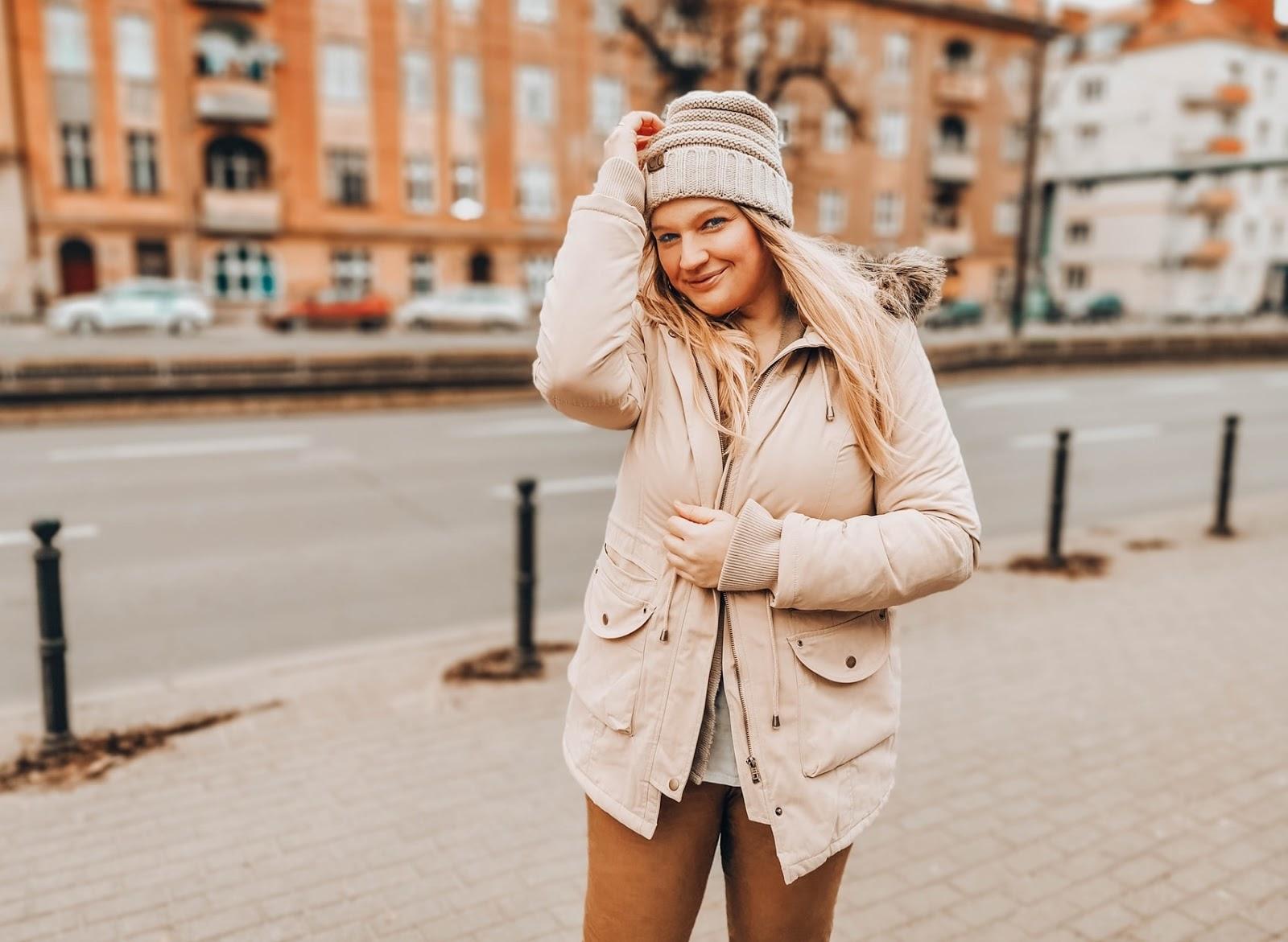 zimowa-stylizacja_czapka_kurtka-min.jpg