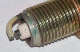 Ujung Elektroda Busi Berwarna Putih