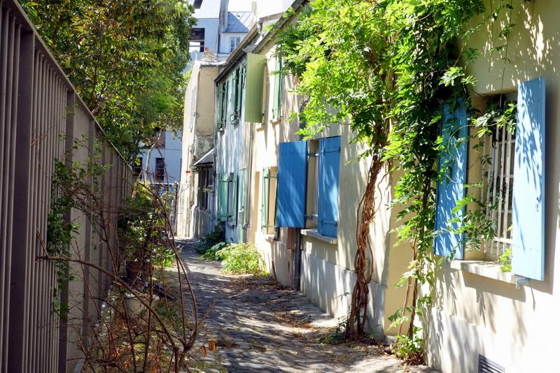 Paris impasse des deux n thes venelle villageoise au for Au jardin des deux ponts