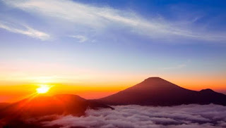 Golden sunrise dieng
