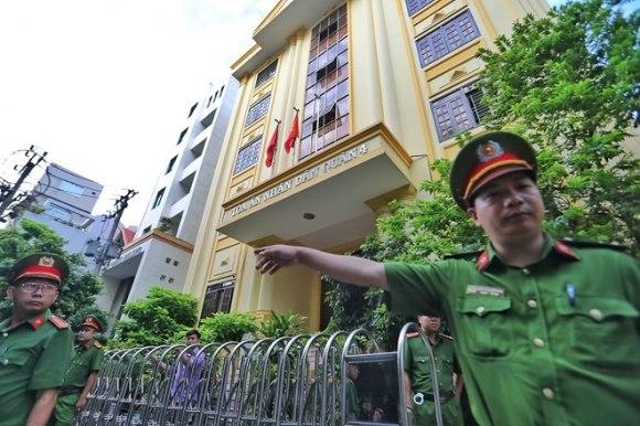 Tòa án xét xử Nguyễn Hữu Linh tội dâm ô 3