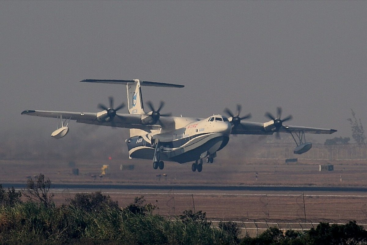 China's 1st homegrown amphibious aircraft completes its maiden flight
