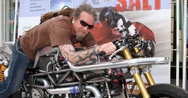 Gunter Retsch на странном мотоцикле