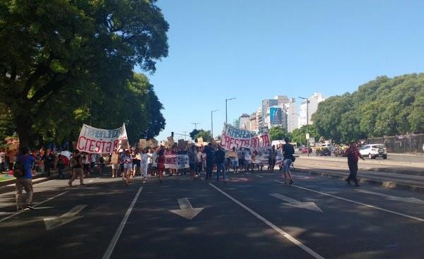 Trabajadores del Posadas y el INTI protestan en la 9 de Julio