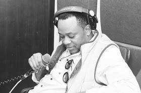 Abdiel - Tira A Roupa (feat. Vui Vui)