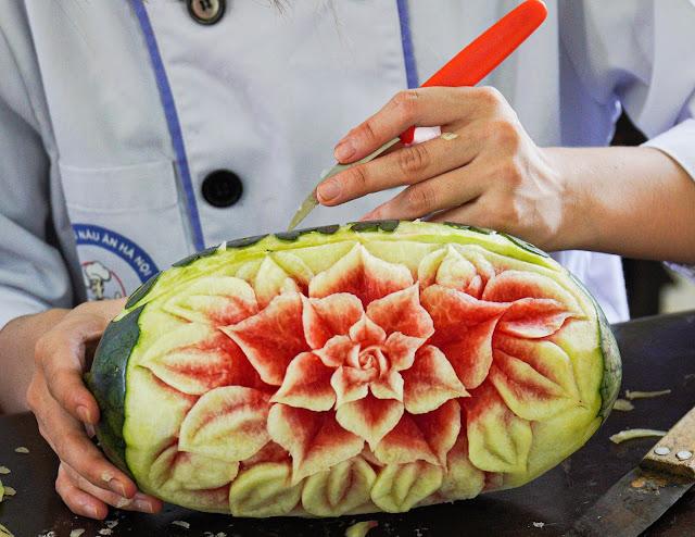 Học nghệ thuật cắt tỉa rau củ quả