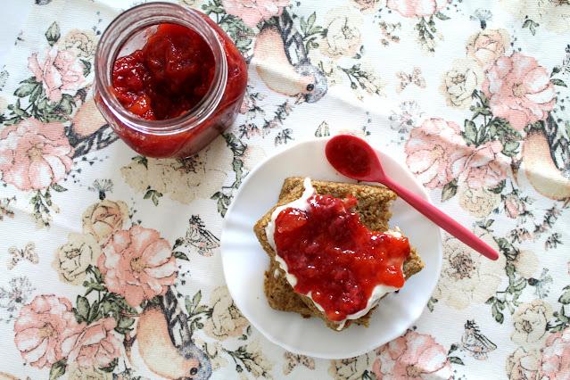 Mermelada rápida de melocotón y fresas con vainilla