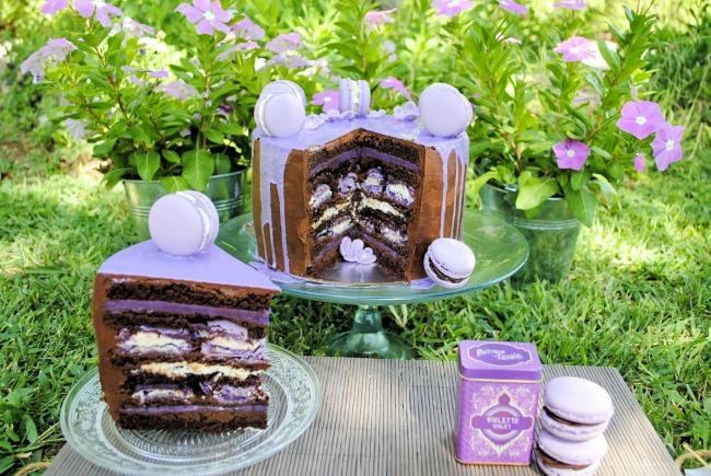 layer-cake-de-chocolate-y-macarons