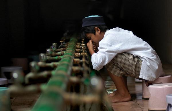 Doa Istinsya (Menghirup dan Menghembus Air Hidung) Lengkap Arab, Latin dan Artinya