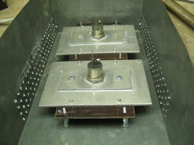 блок тиристоров, стойки, вентиляционные отверстия