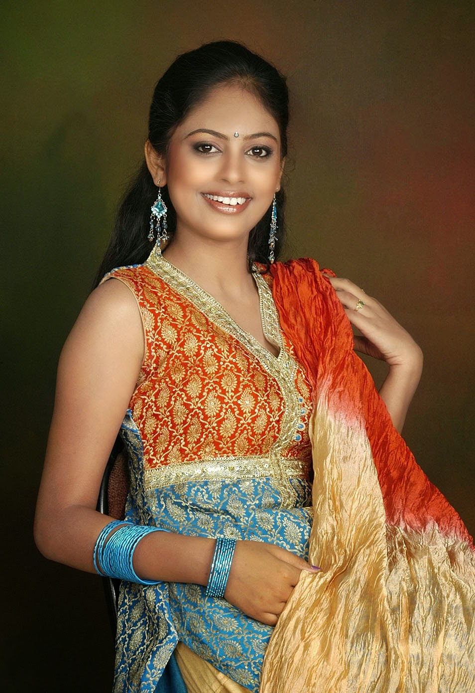 Nanditha Swetha Hot Photos - tamil4unews