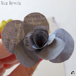 Flor de papel de periódico. Nica Bernita