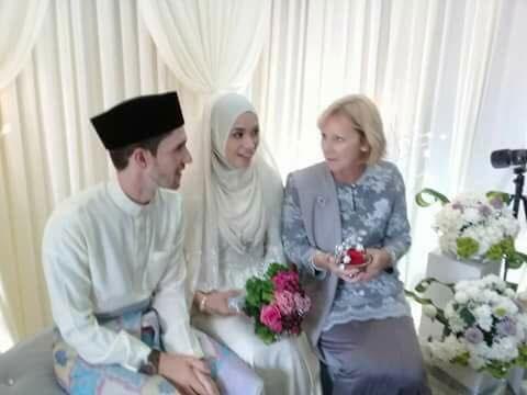 Mat Dan Selamat Bertunang Dan Berkahwin