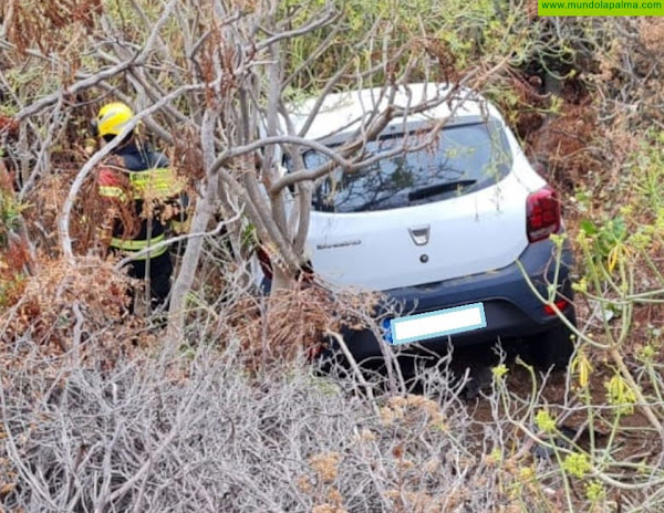 Un automóvil se sale de la vía en Breña Baja con varias personas en su interior