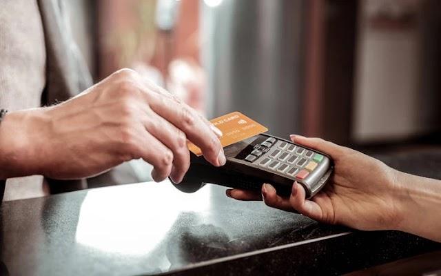 Στα 66 δισ. ευρώ οι συναλλαγές με κάρτες το 2020