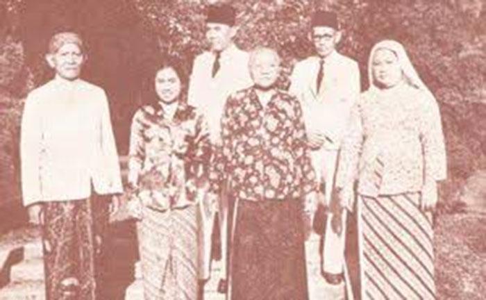 Keluarga Raden Soekemi Sosrodihardjov via wikitree.com