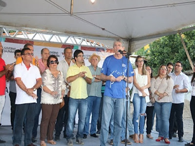 Ricardo Coutinho entrega créditos do Empreender-PB a microempreendedores