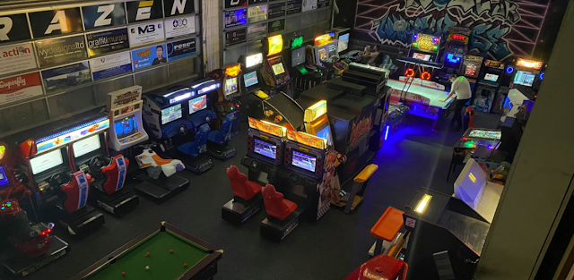 The arcade warehouse inside