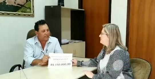 Enquanto Executivo licita carro novo para o Gabinete, Legislativo faz devolução de R$ 150 mil