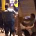 VÍDEO: MARIDO PARTE PARA BRIGA APÓS FLAGRAR ESPOSA JANTANDO COM AMANTE NA ZONA LESTE